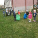 Sprzątające dzieci